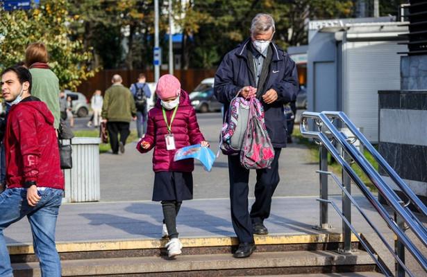 Банки стали активнее выдавать карты детям