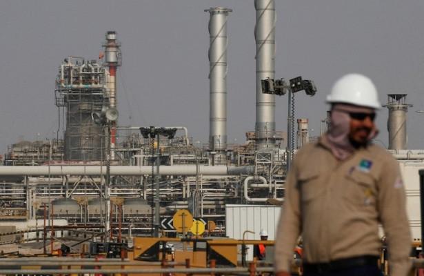 Саудовская Аравия сократит поставки нефти нафевраль