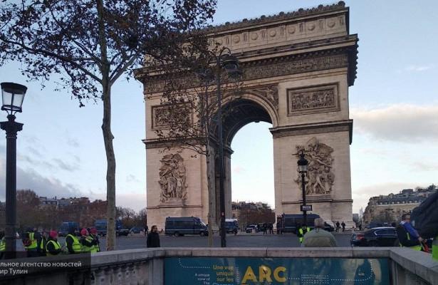 ВПариже эвакуирована зона вокруг Триумфальной арки