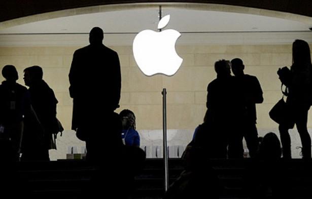 ВСШАподали искпротив Apple
