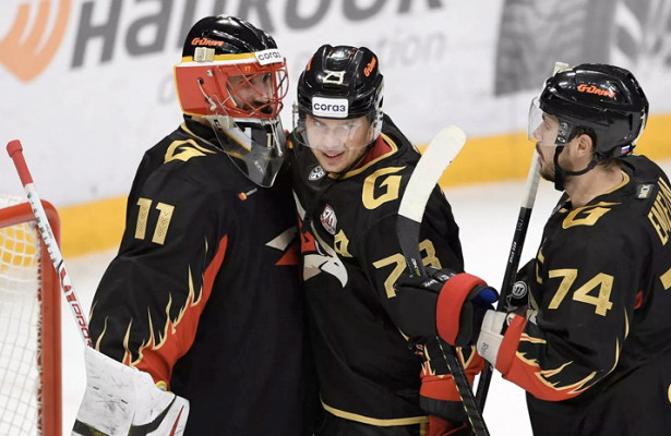 «Авангард» победил «Сибирь» вматче КХЛ