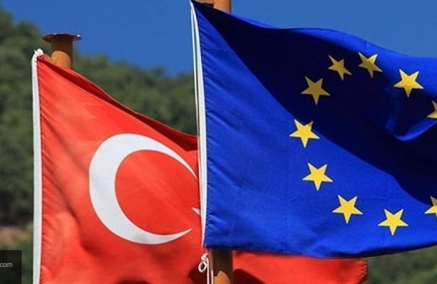 ЕСможет «поставить наместо» Эрдогана введением эмбарго вотношении Турции
