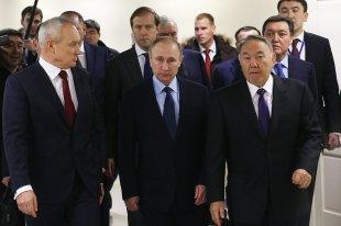 Путин иНазарбаев посетили фармзавод подПетербургом