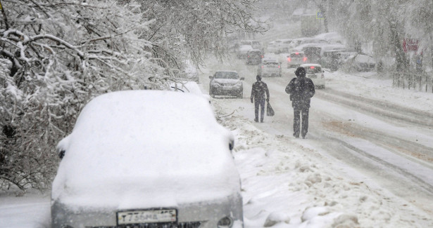 Холодно икрасиво: ледяной дождь превратил Владивосток втемное царство