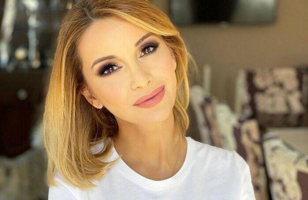 «Люблю свой день рождения»: 43-летняя Орлова блистала навечере взолотом комбинезоне спайетками