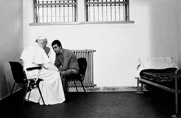 КакИоанн Павел IIповел себя сосвоим несостоявшимся убийцей