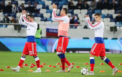Сборная России пофутболу провела тренировку вКалининграде приполных трибунах
