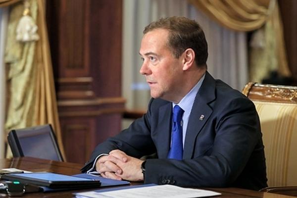 Медведев спрогнозировал волатильность доллара приБайдене