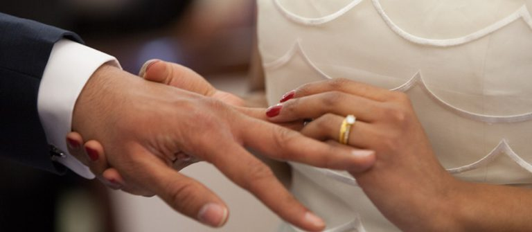 Гадание на кольце: варианты, на замужество, на