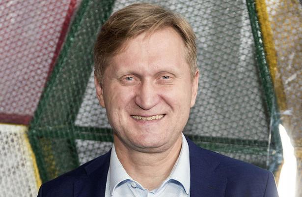 «Пример дляголодающих артистов»: Андрей Рожков из«Уральских пельменей» устроился заливать каток