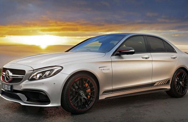 Mercedes-AMGС63воспламенился насвадебной церемонии