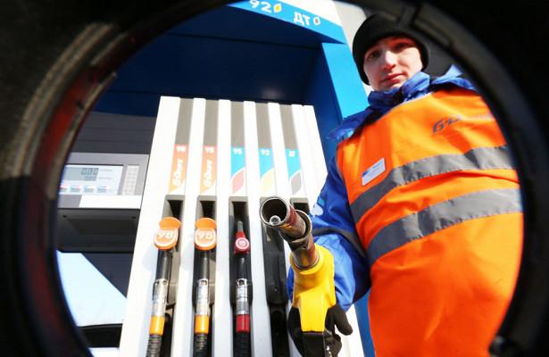Власти призвали уменьшить налоги дляпадения ценнабензин