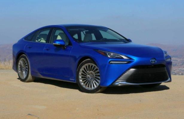 Toyota Mirai 2021 года подешевела на9тысяч долларов всравнении суходящей моделью