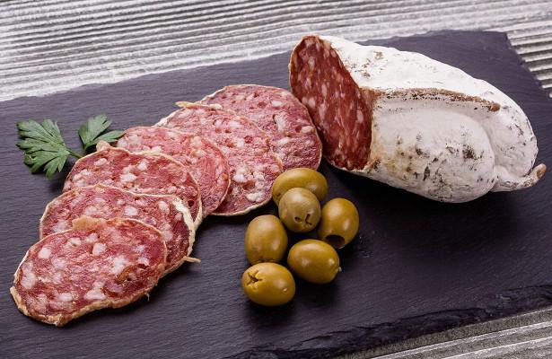 Почему сыровяленая колбаса самая безопасная