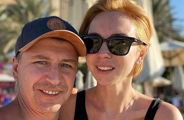 Ягудин иТотьмянина наотдыхе вДубае повторили знаменитую сцену из«Титаника»