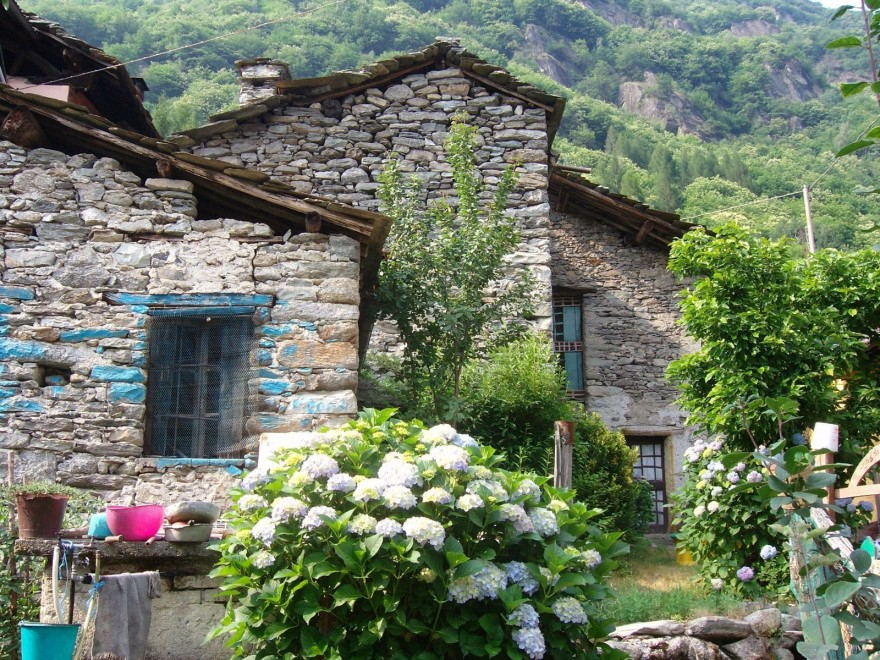 Дом в Неи Пори в деревне недалеко от моря