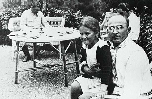 Моётайное лето сдочерью Сталина