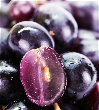 Рецепт Маринованный виноград скорицей ичерным перцем