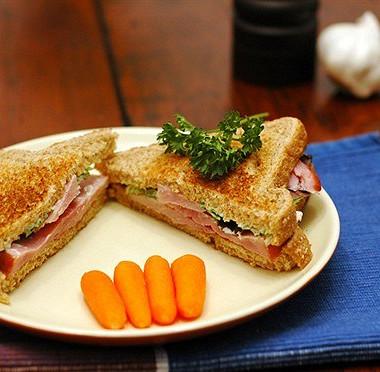 Рецепт Бутерброды сморковью ичесноком