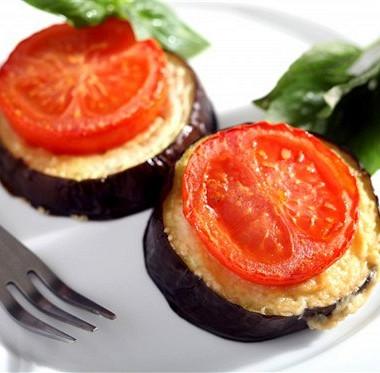 Рецепт Печеные баклажаны спомидорами исыром