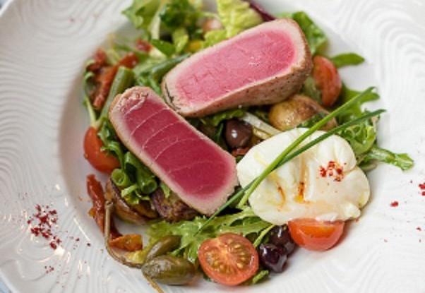 салат со свежим тунцом рецепт с фото