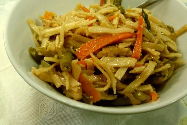 рецепт салата из лапши удон с овощами