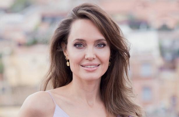 00857c226bdfbcc718c6d808c130c0f7 - Джоли проиграла всуде поразводу