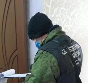 Впосёлке Октябрьский Пермского края обнаружены убитыми мать идвое еедетей. Поподозрению вубийстве ищут 40-летнего мужчину