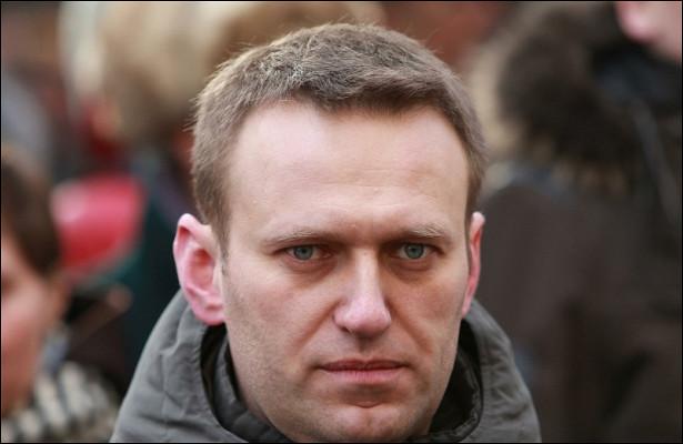 Навальный перестал общаться сглавой томского штаба, после встречи скоторой былотравлен
