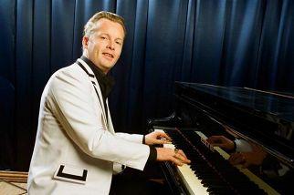 Денис Мажуков (фортепиано) и его бэнд
